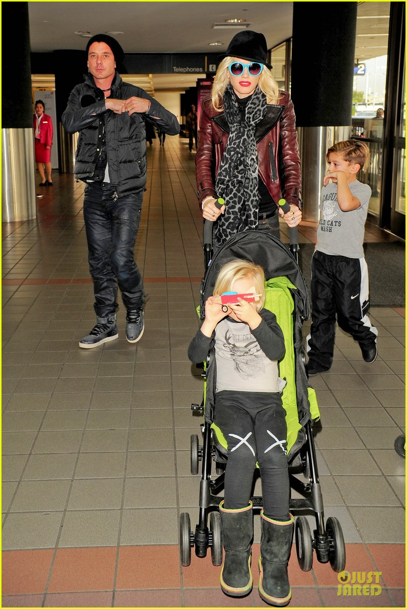 gwen stefani & gavin rossdale holiday travel with the kids 11