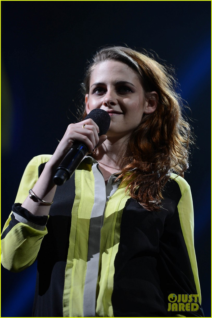 kristen stewart 12 12 12 concert for sandy relief 032774839