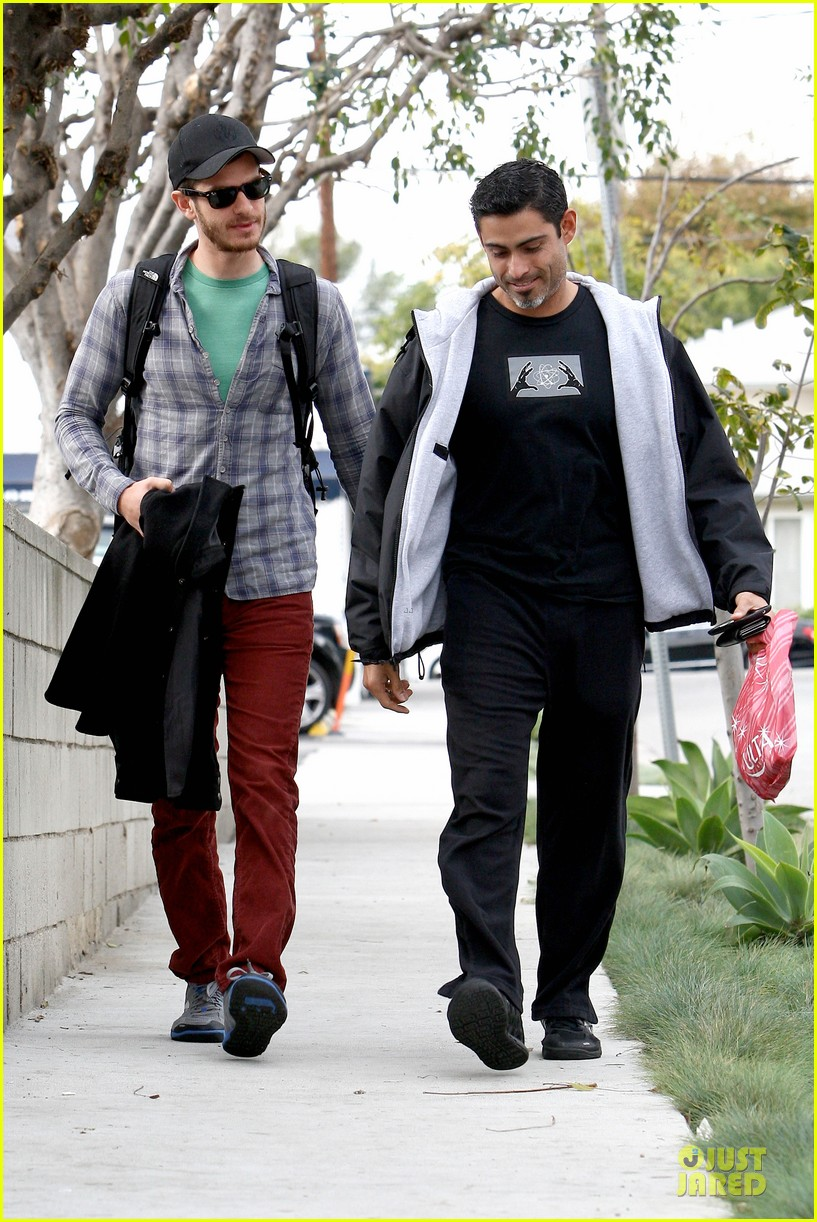 emma stone& andrew garfield separate outings with friends 15