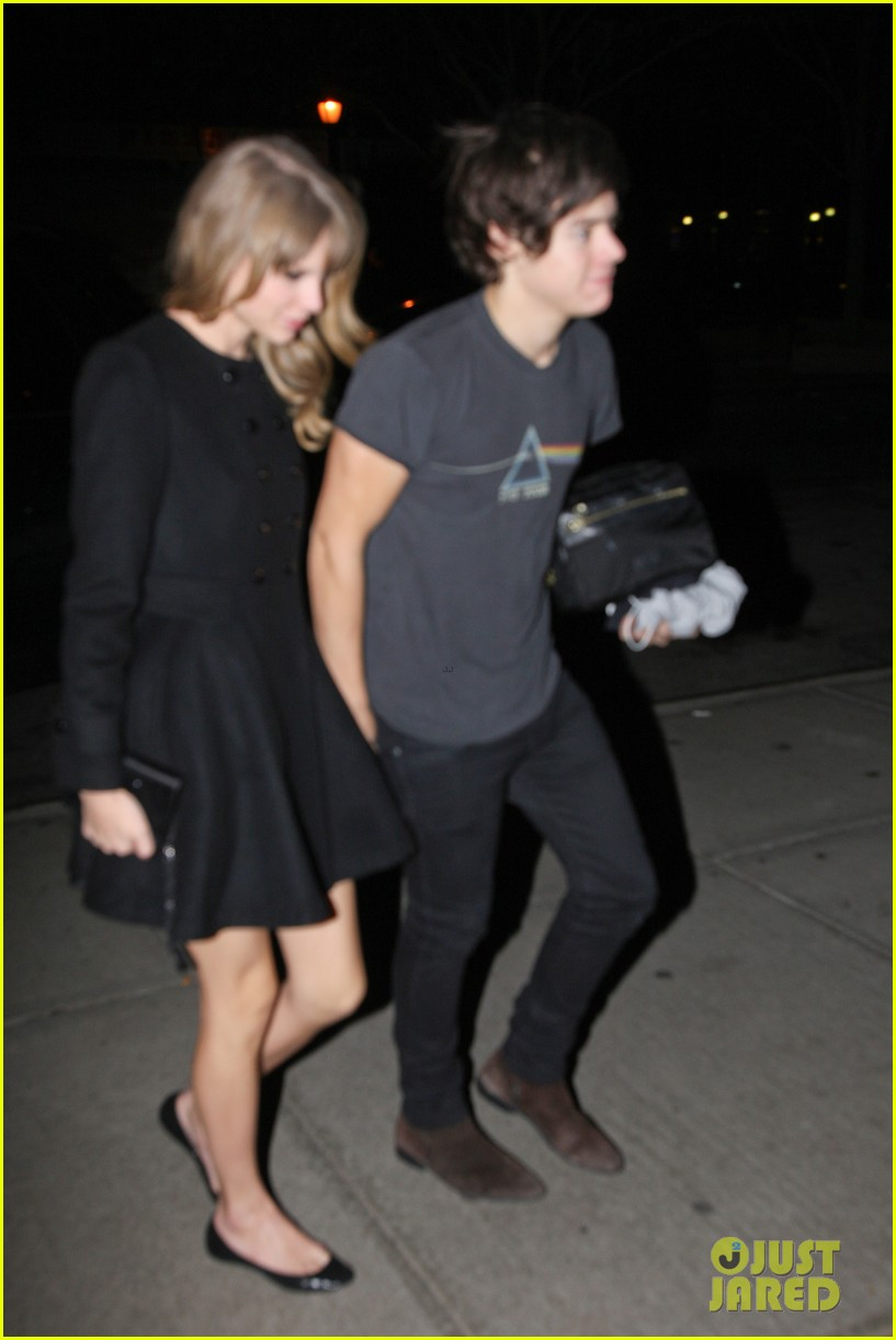 taylor swift harry styles holding hands after 1d concert 05
