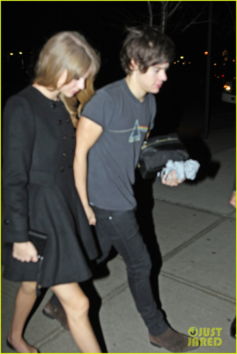 taylor swift harry styles holding hands after 1d concert 10