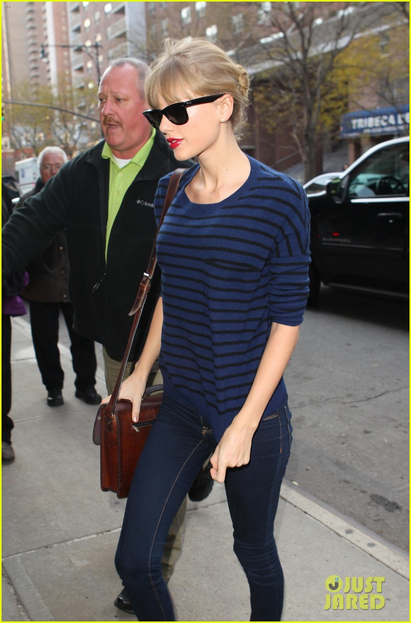 taylor swift striped starlet after harry styles date 02
