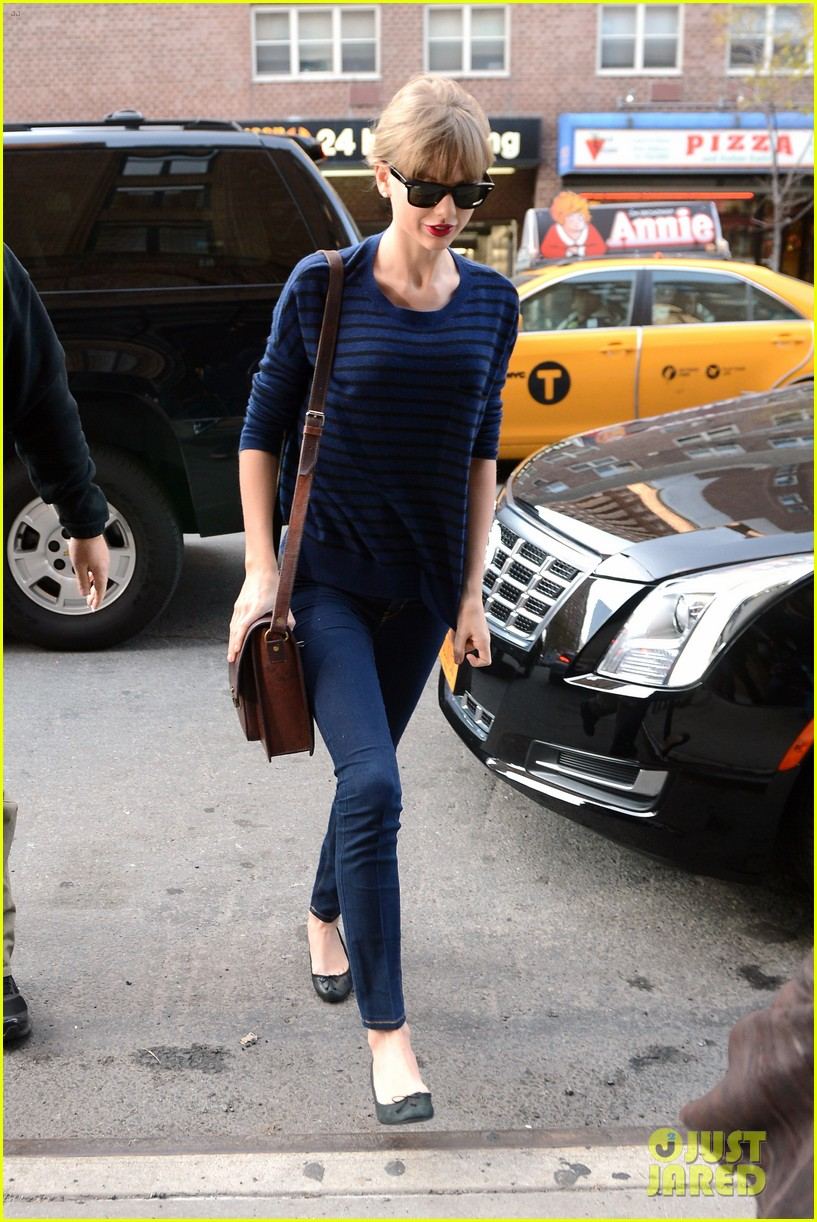 taylor swift striped starlet after harry styles date 03