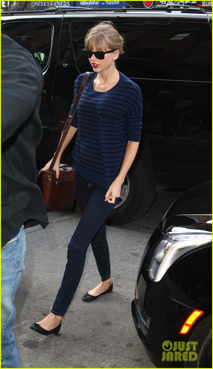 taylor swift striped starlet after harry styles date 062768595