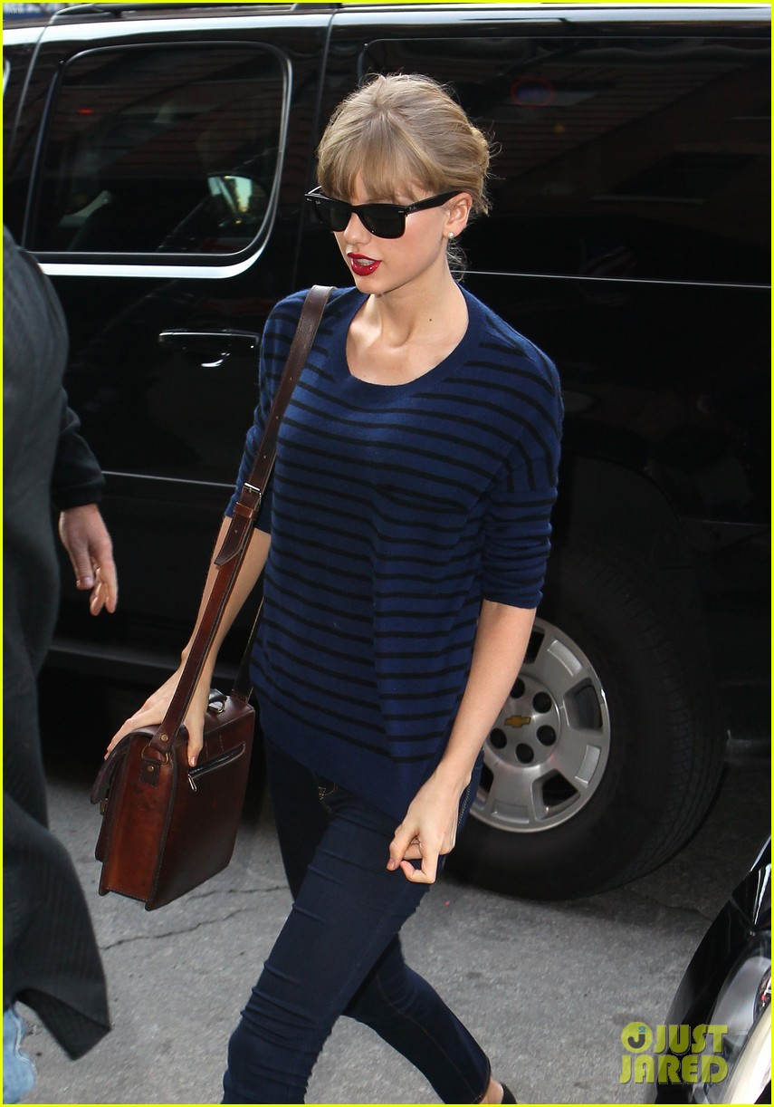 taylor swift striped starlet after harry styles date 072768596