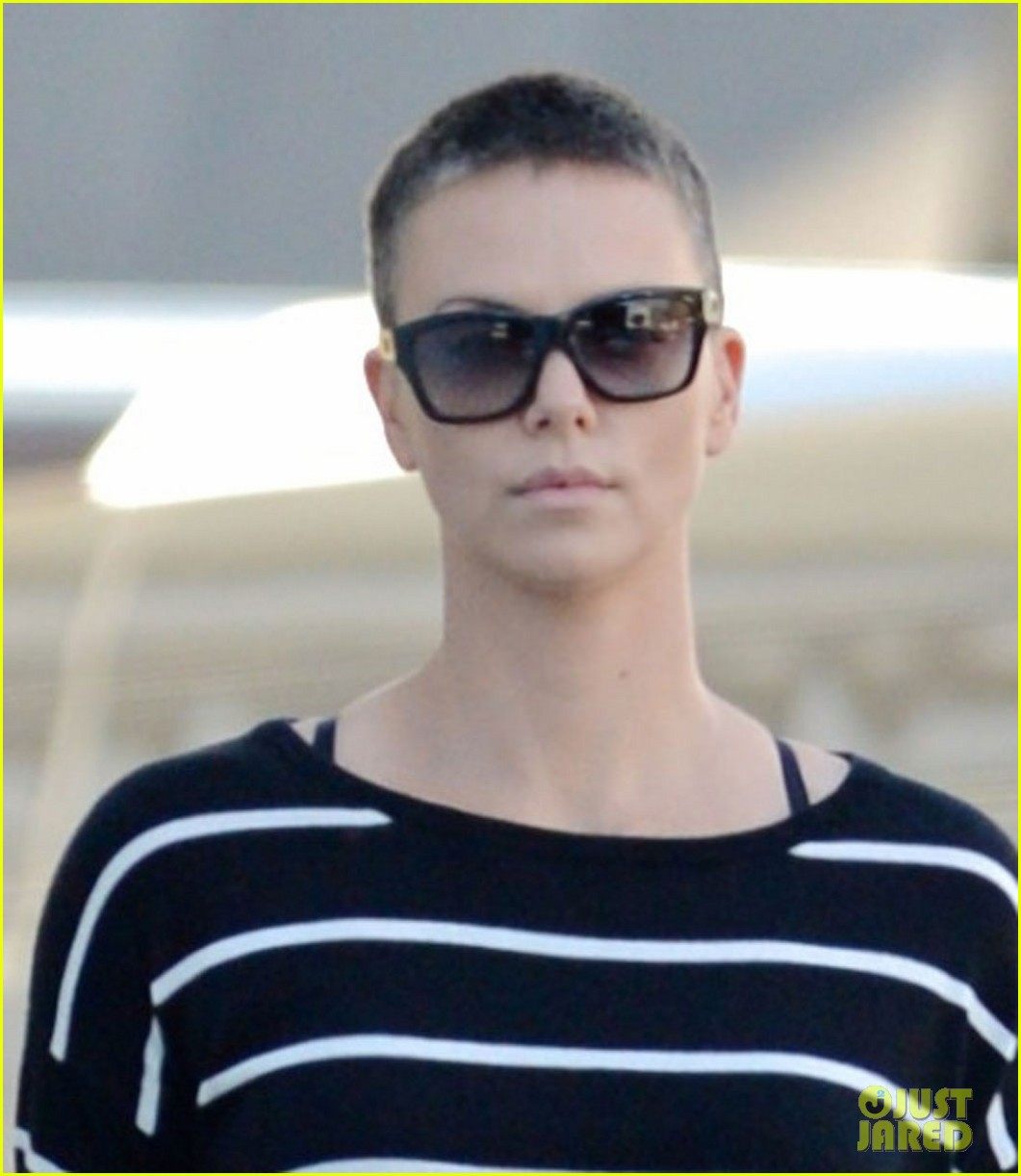 charlize theron pharmacy stop in los angeles 03