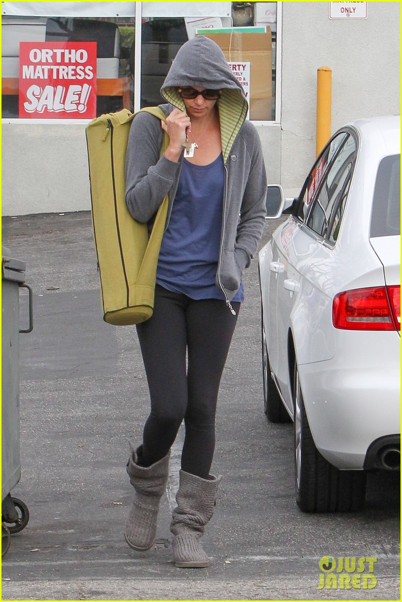 charlize theron pharmacy stop in los angeles 112774672