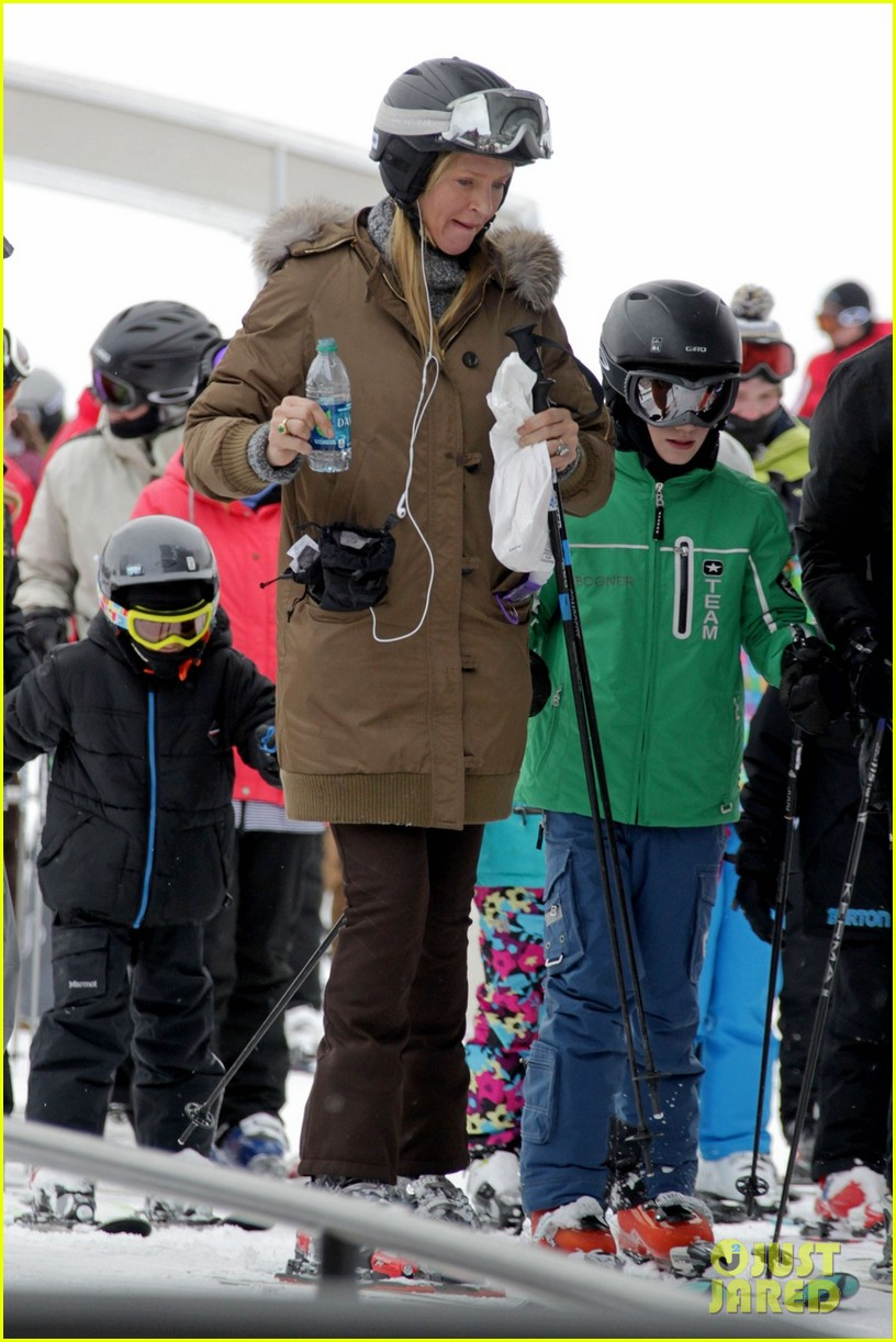 uma thurman aspen ski vacation 01