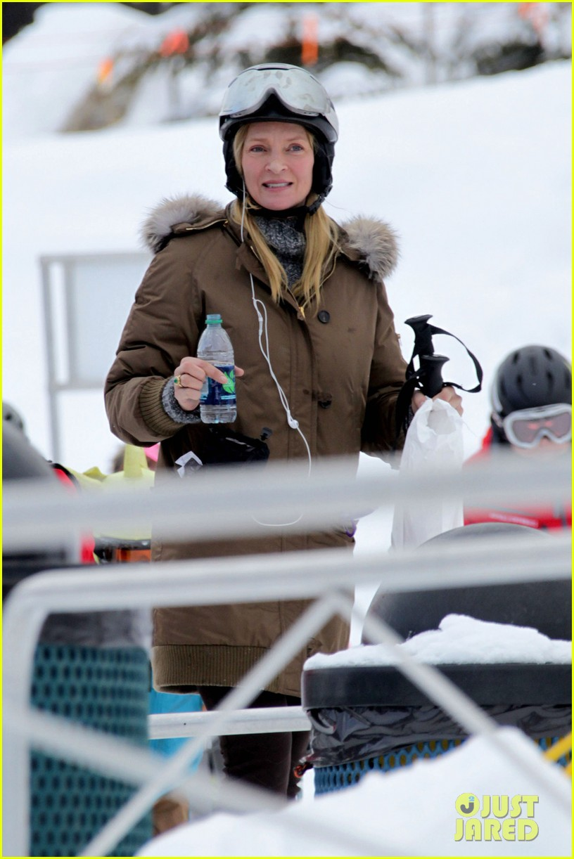 uma thurman aspen ski vacation 04