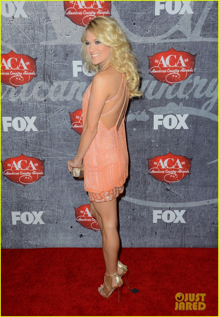 carrie underwood miranda lambert acas red carpet 2012 01
