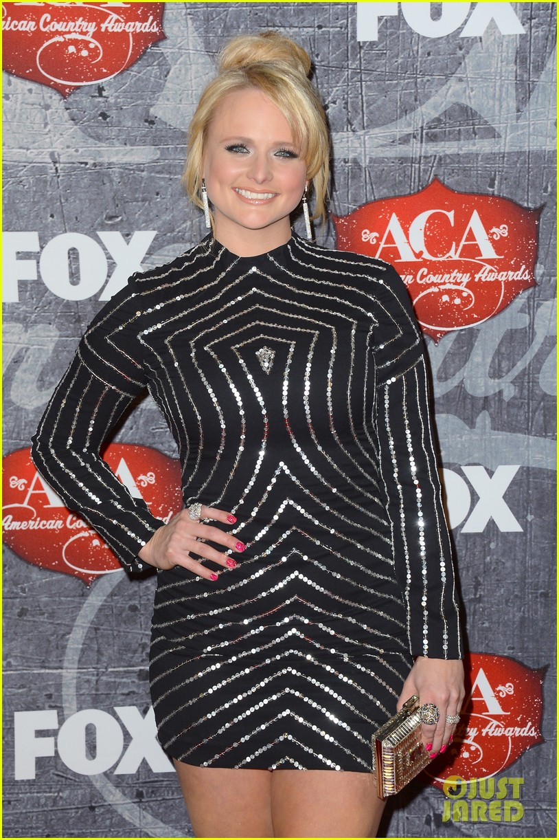carrie underwood miranda lambert acas red carpet 201