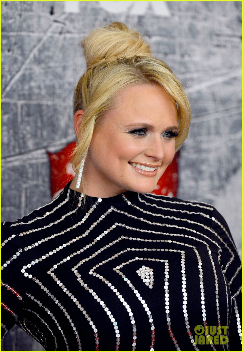 carrie underwood miranda lambert acas red carpet 2012 04