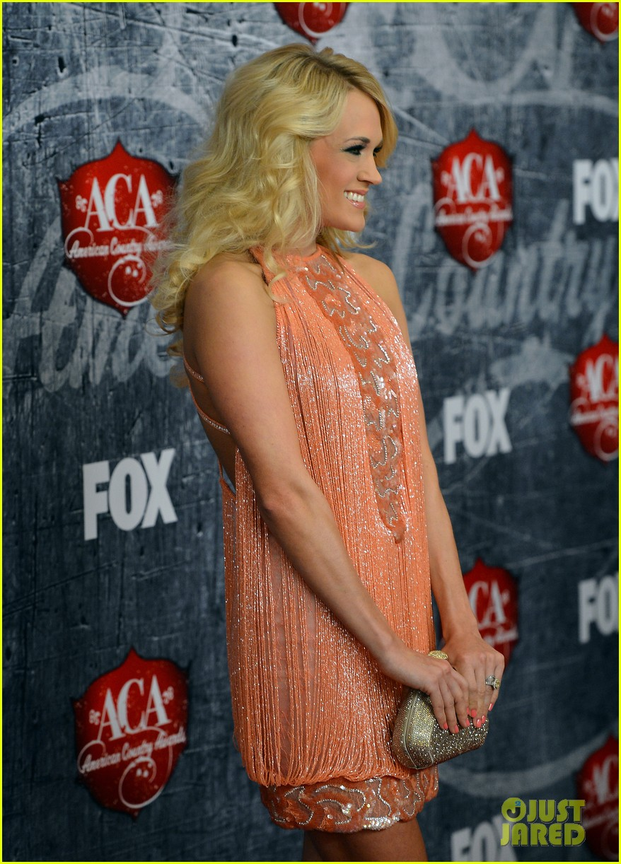 carrie underwood miranda lambert acas red carpet 2012 12