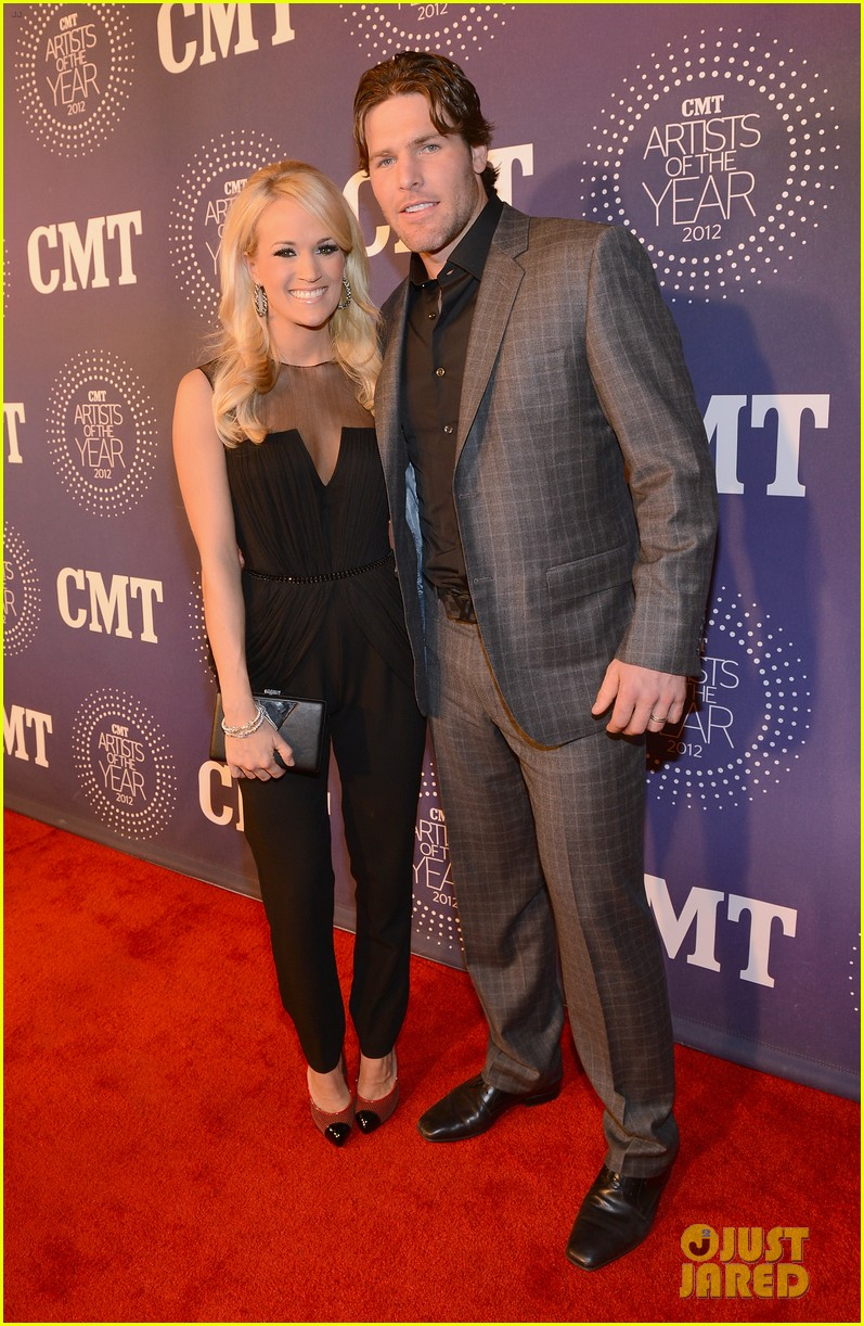 carrie underwood cmt artists of the year with mike fisher 01