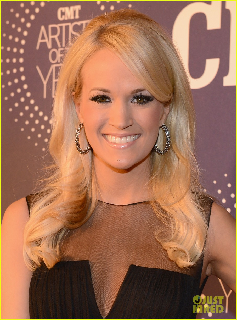 carrie underwood cmt artists of the year with mike fisher 02