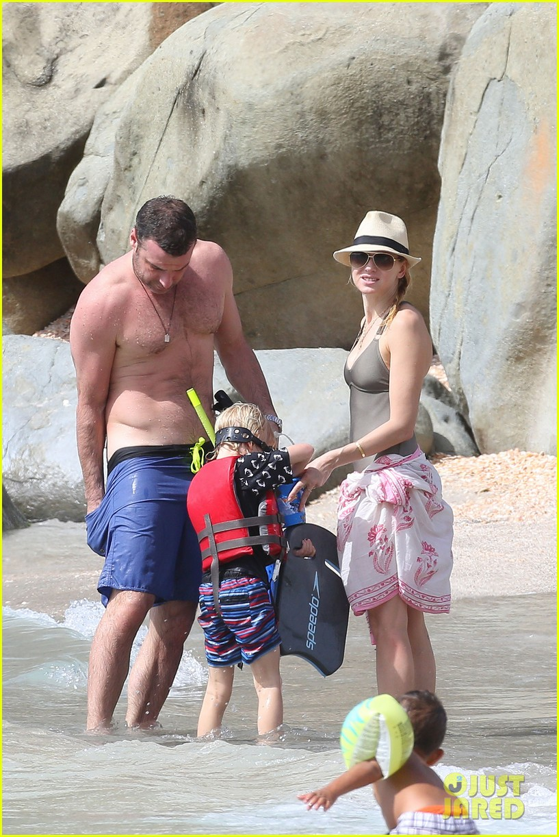 naomi watts shirtless liev schreiber new years eve beach day 052782924