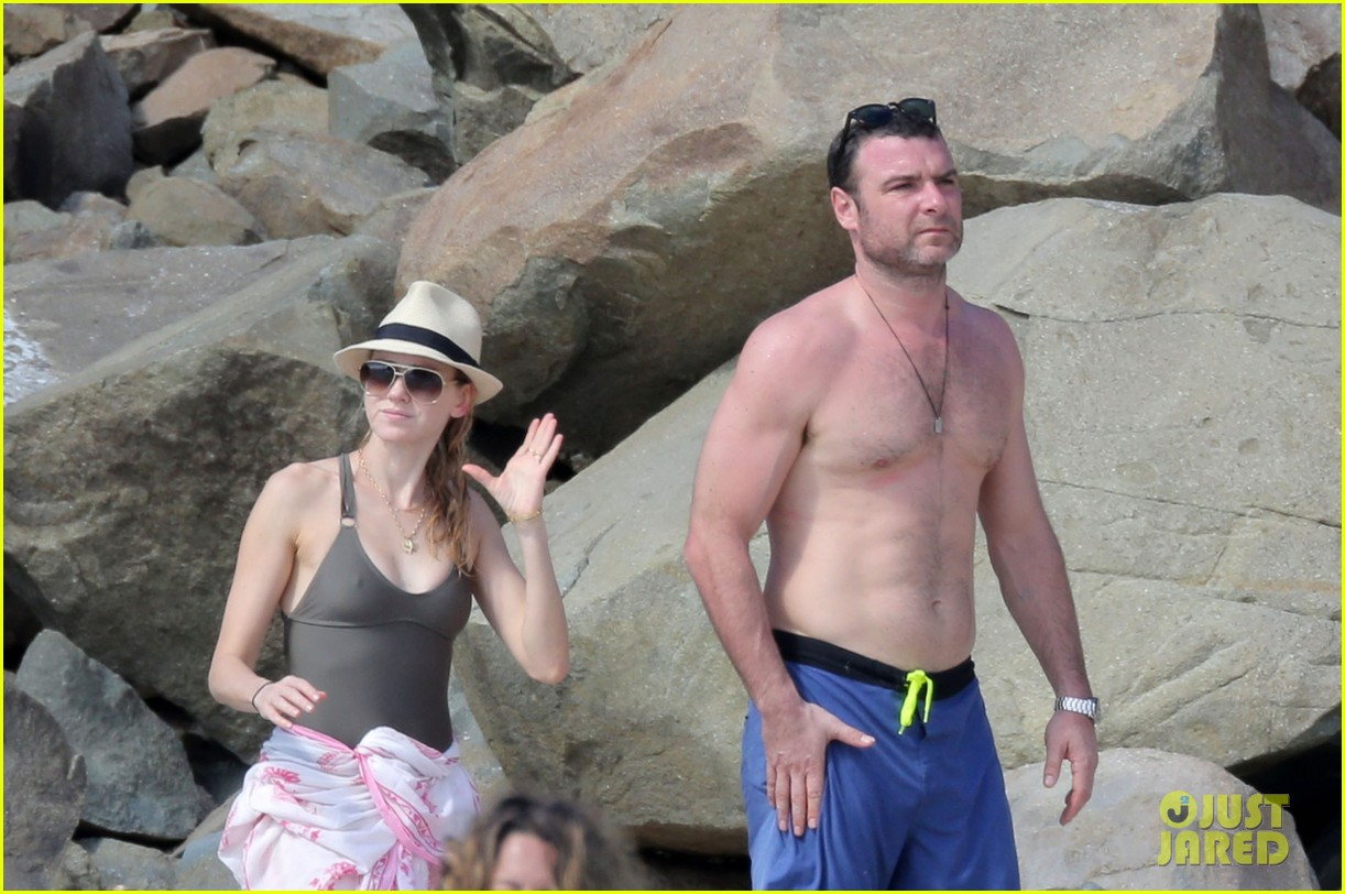 naomi watts shirtless liev schreiber new years eve beach day 182782937