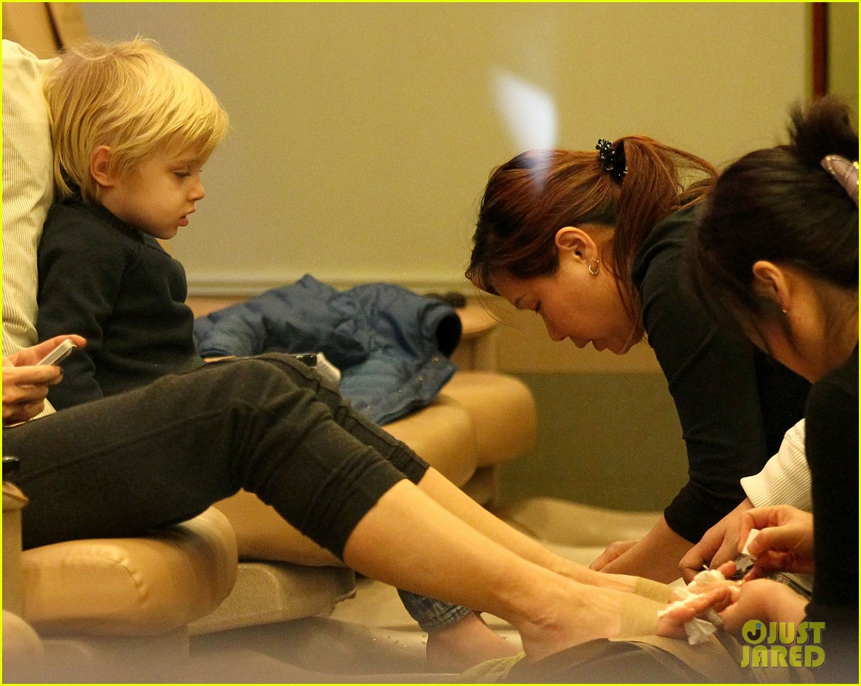 naomi watts samuel mother son pedicures 072778839