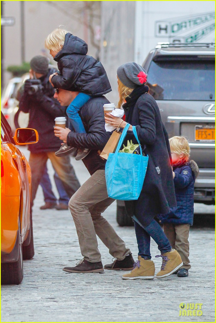naomi watts let out a yelp after hearing golden globes nomination news 052776191