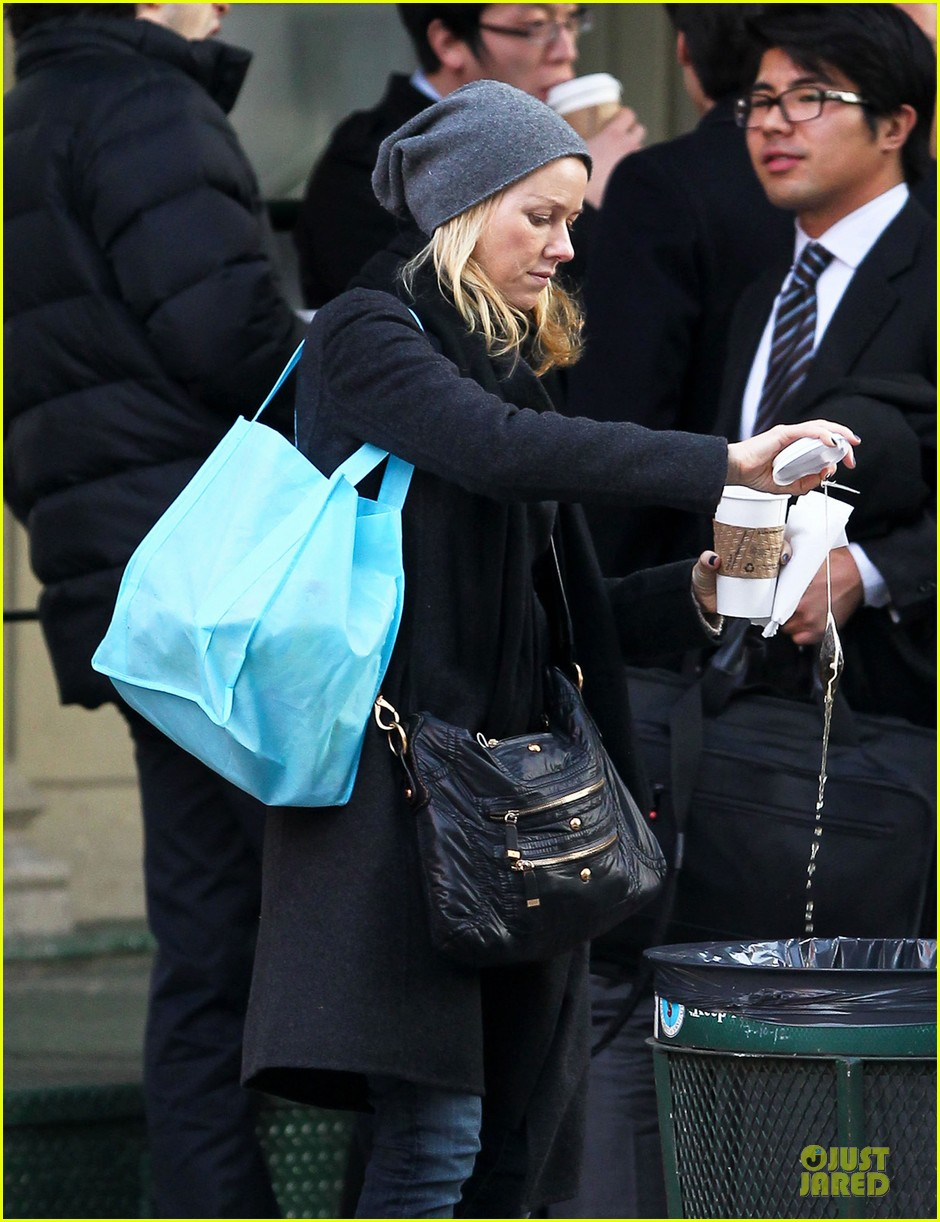 naomi watts let out a yelp after hearing golden globes nomination news 072776193
