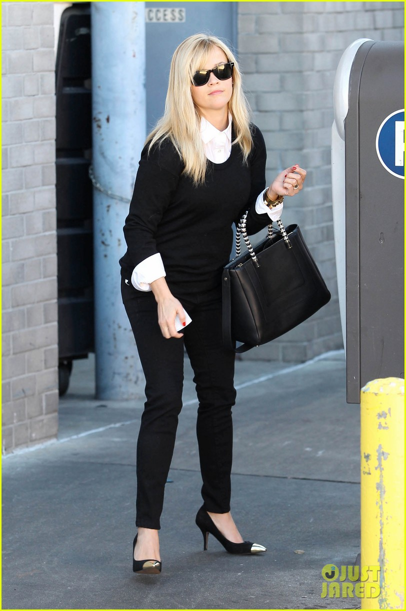reese witherspoon le pain quotidien lunch 06