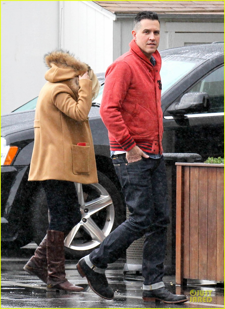 reese witherspoon & toth rainy lunch with deacon 012776918