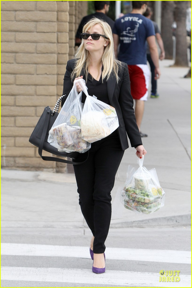 reese witherspoon i couldnt remember the name for refrigerator 22