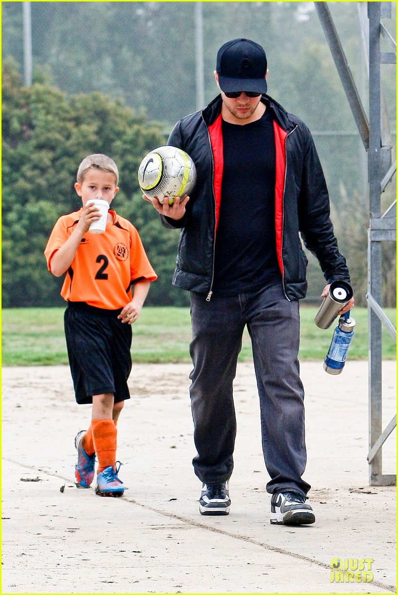 reese witherspoon & jim toth deacons soccer game with ryan phillippe 03