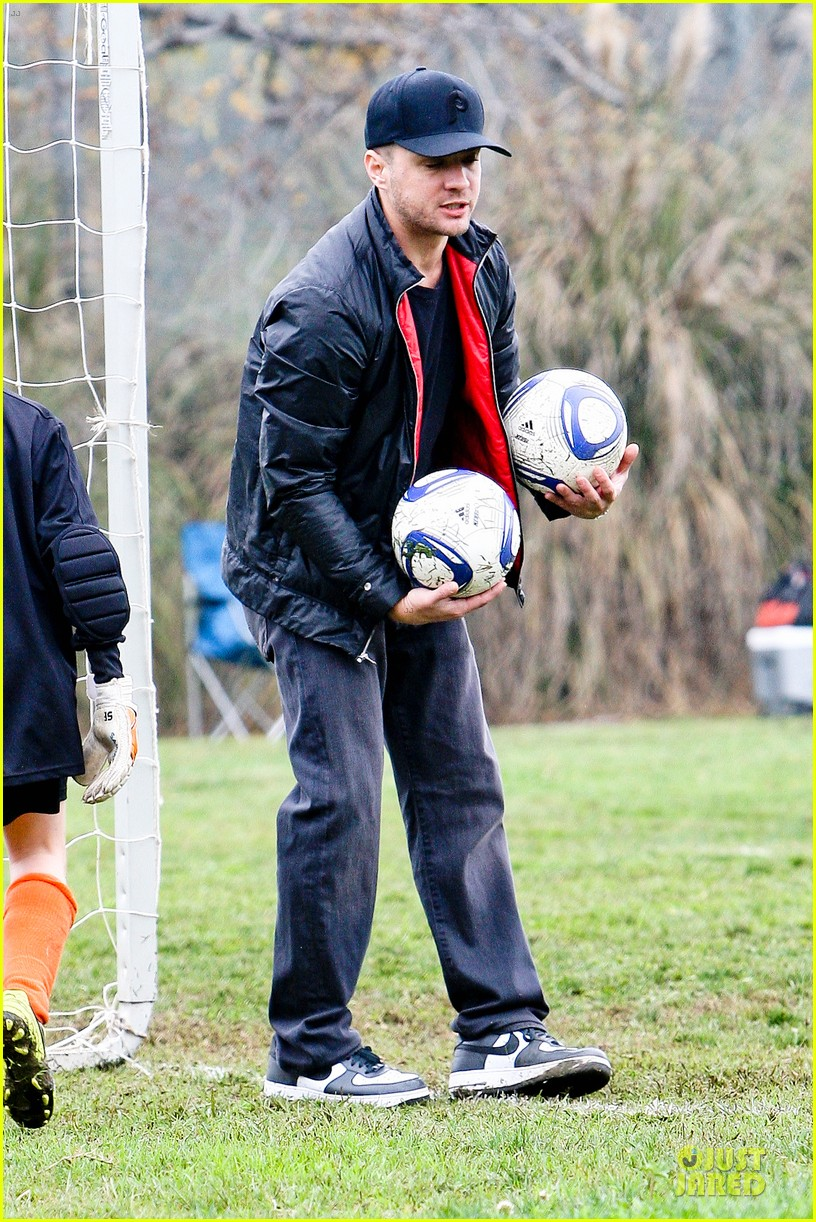 reese witherspoon & jim toth deacons soccer game with ryan phillippe 04