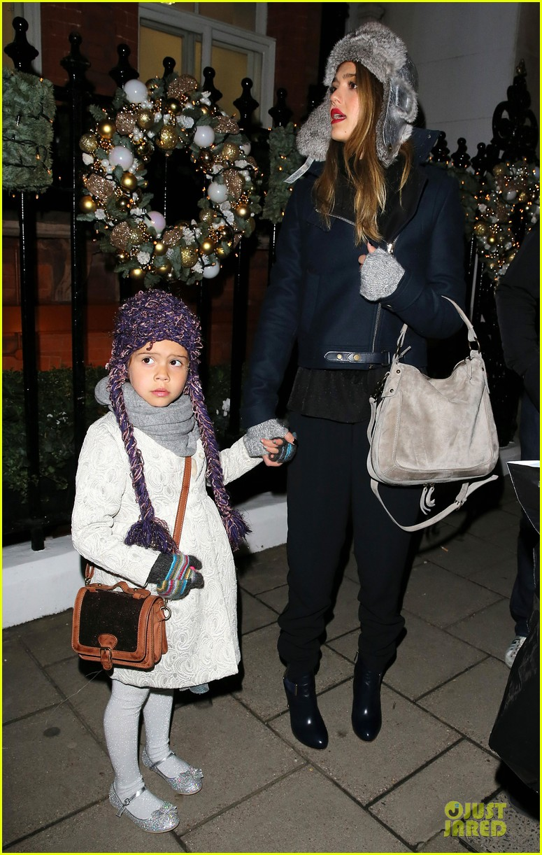 jessica alba had a blast at winter wonderland with honor 032769494