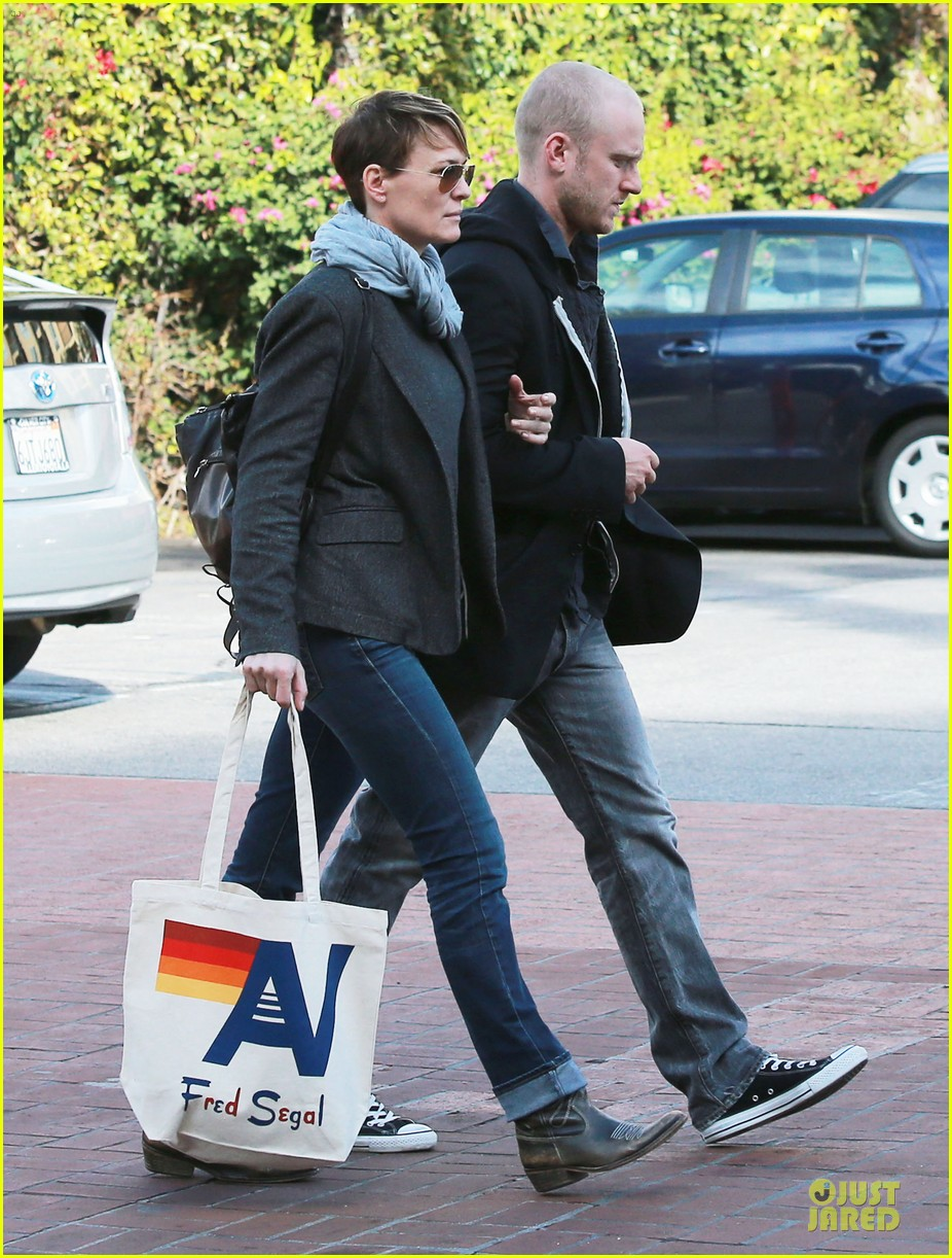 robin wright & ben foster holiday shopping at fred segal 06