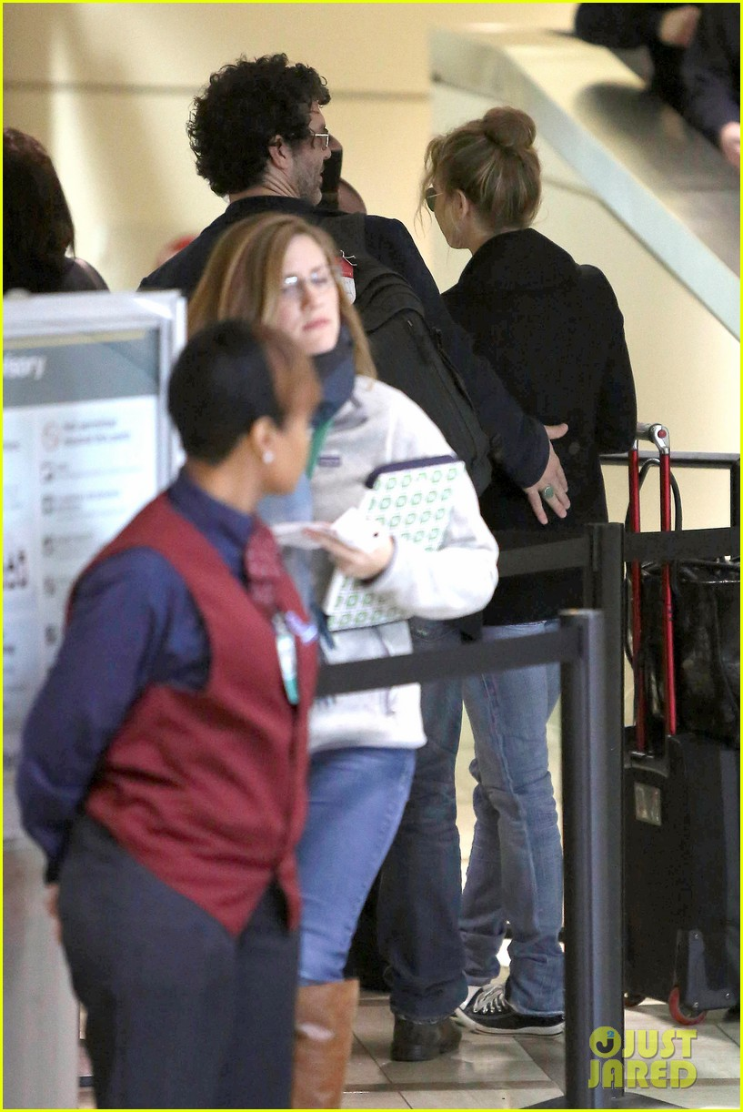renee zellweger kisses doyle bramhall ii at airport 12