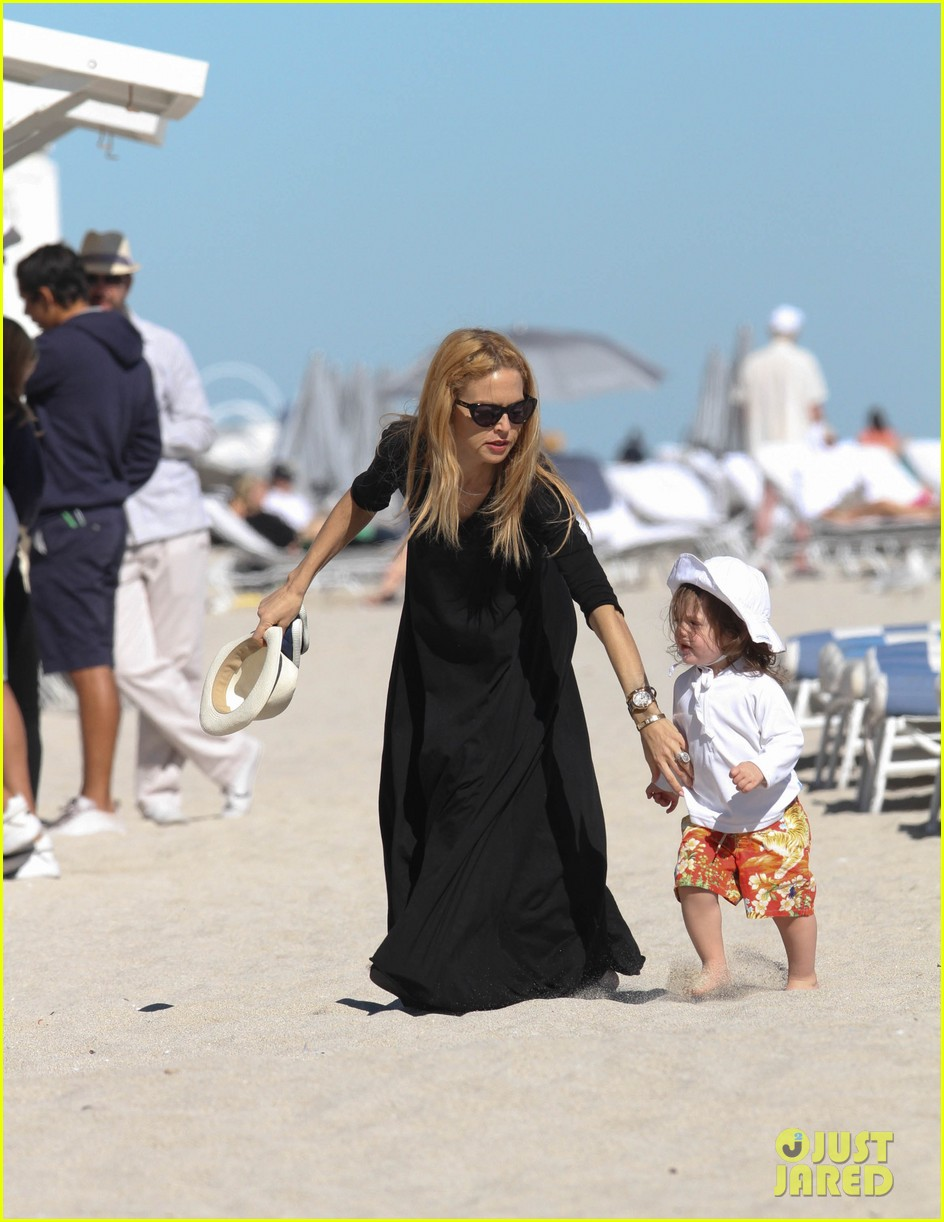 rachel zoe holiday beach vacation with the family 11