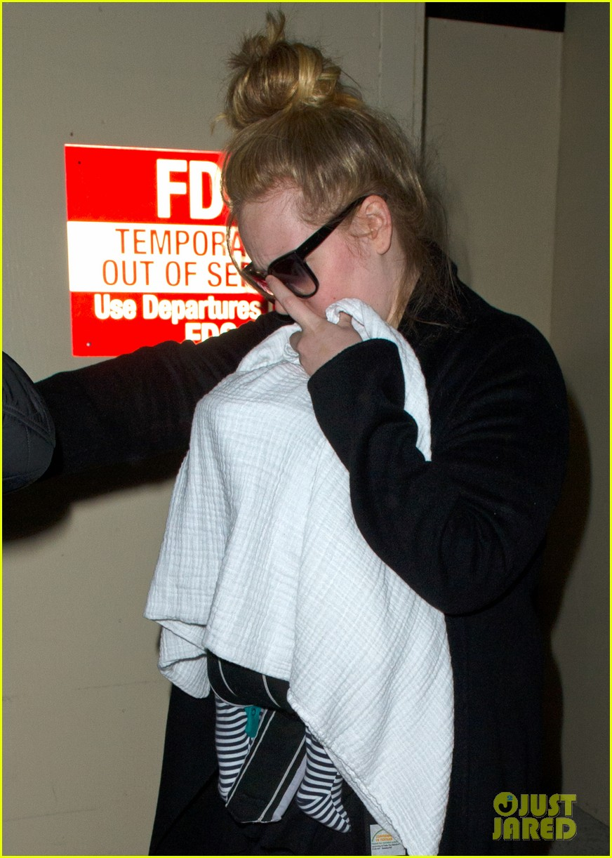 adele baby land in los angeles for golden globes 04