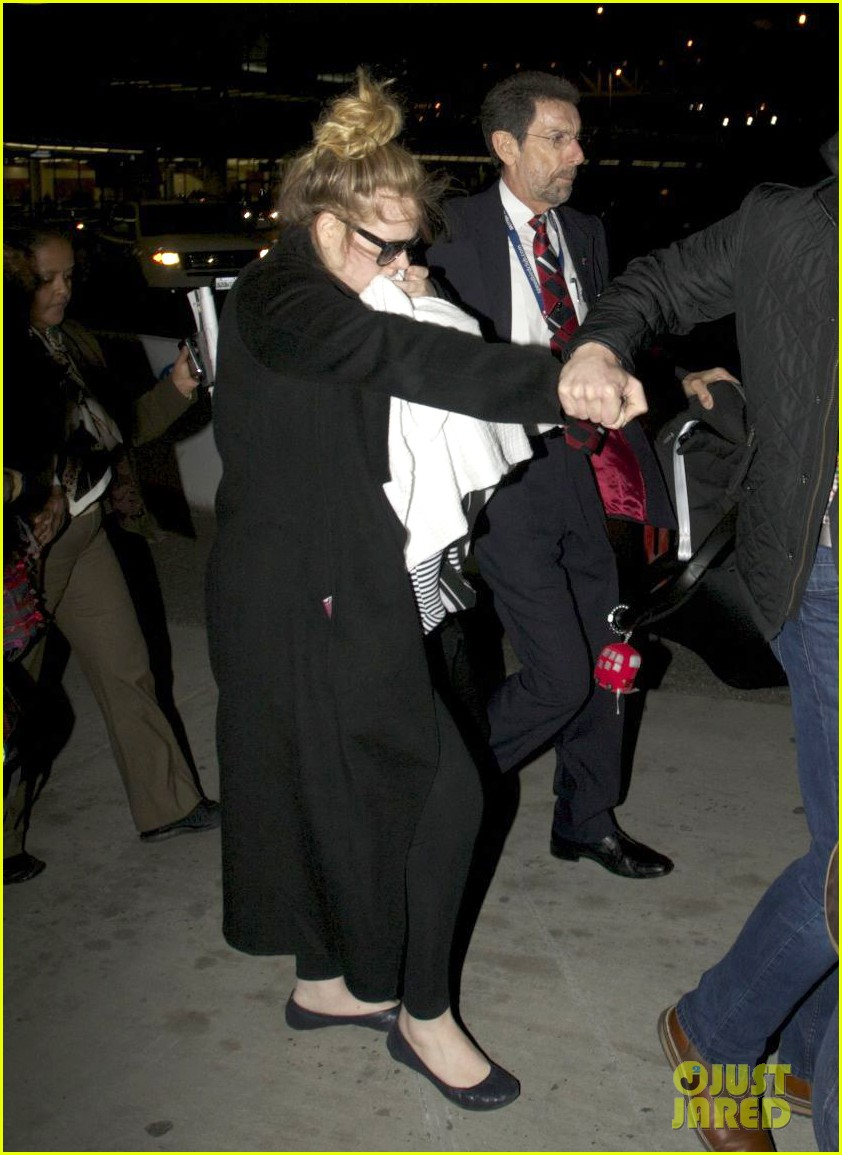 adele baby land in los angeles for golden globes 132788772