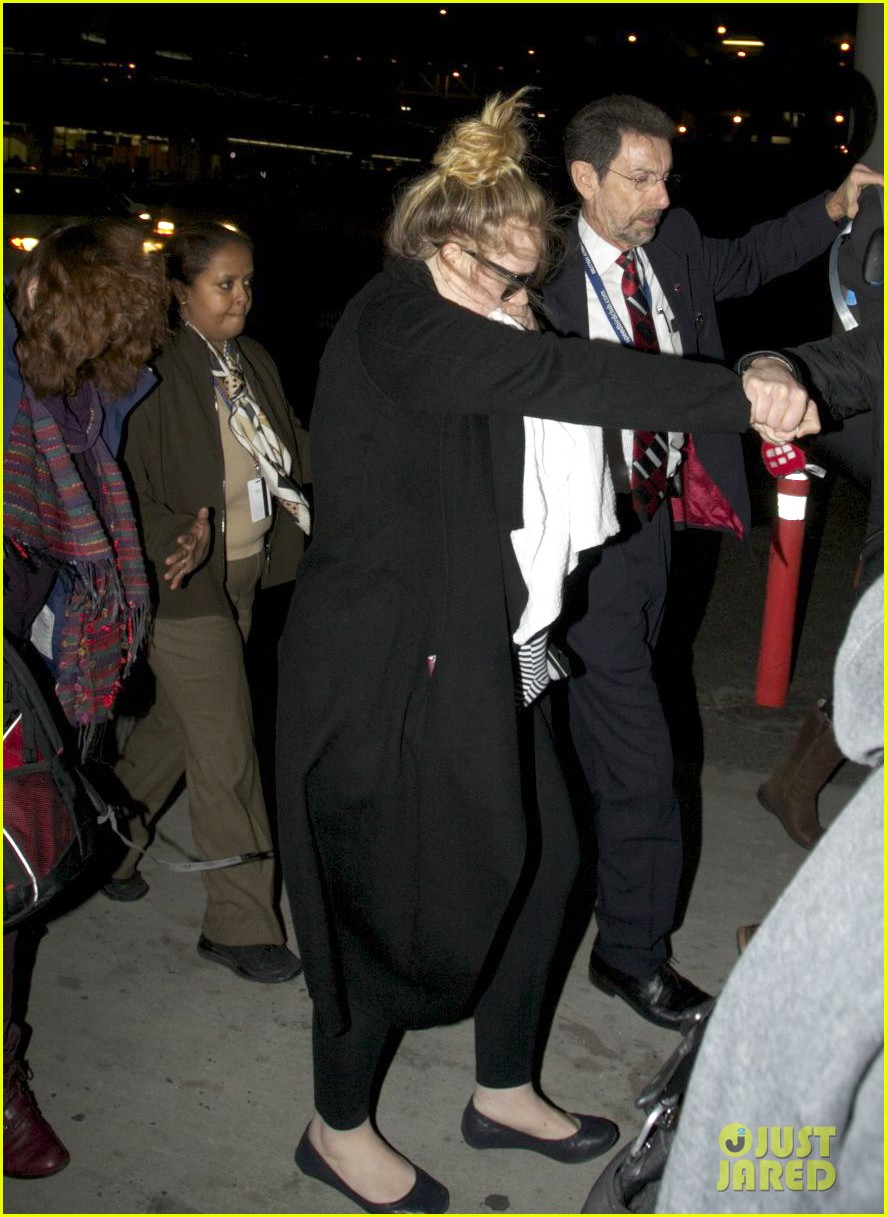 adele baby land in los angeles for golden globes 14