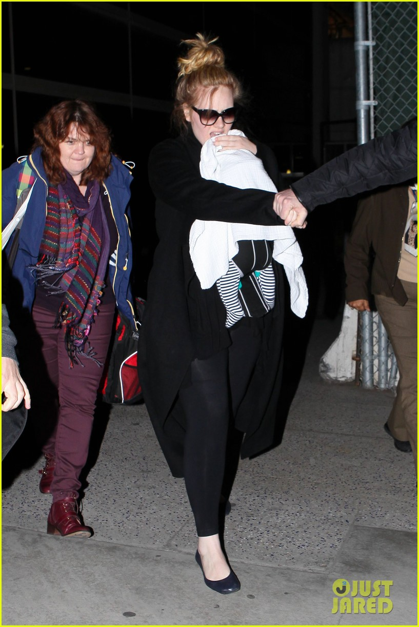 adele baby land in los angeles for golden globes 19