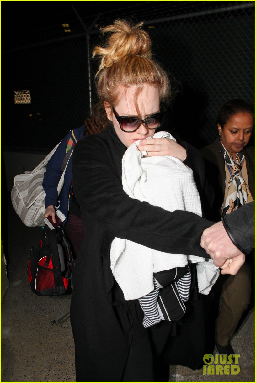 adele baby land in los angeles for golden globes 26