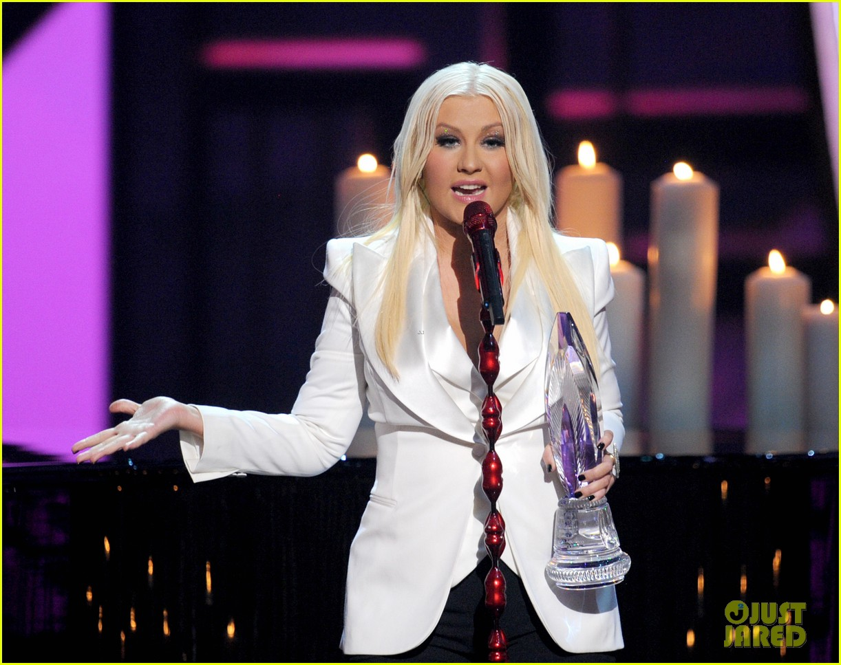 christina aguilera peoples choice 2013 05
