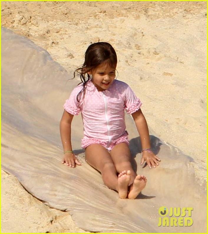 jessica alba cabo beach with shirtless cash warren 02