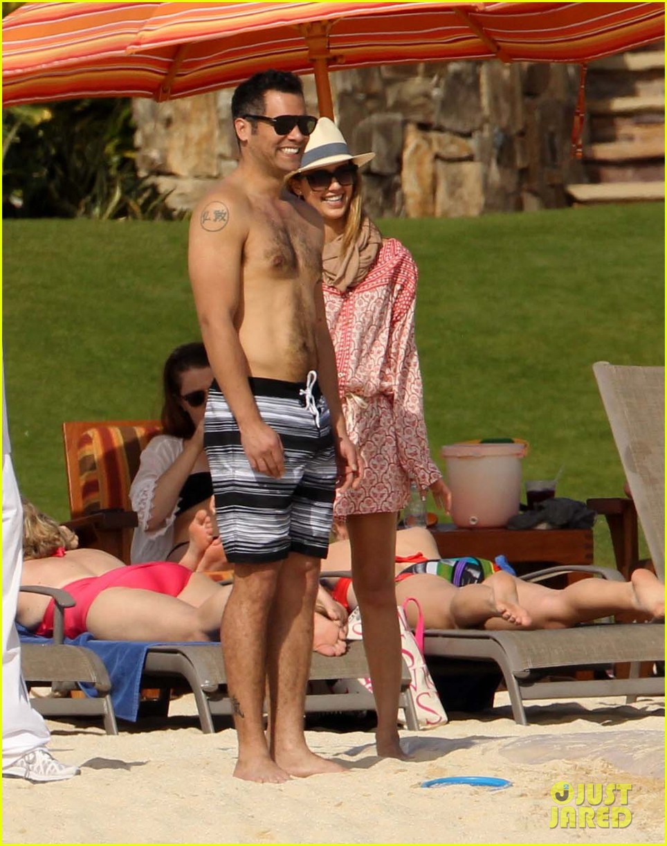 jessica alba cabo beach with shirtless cash warren 032784454