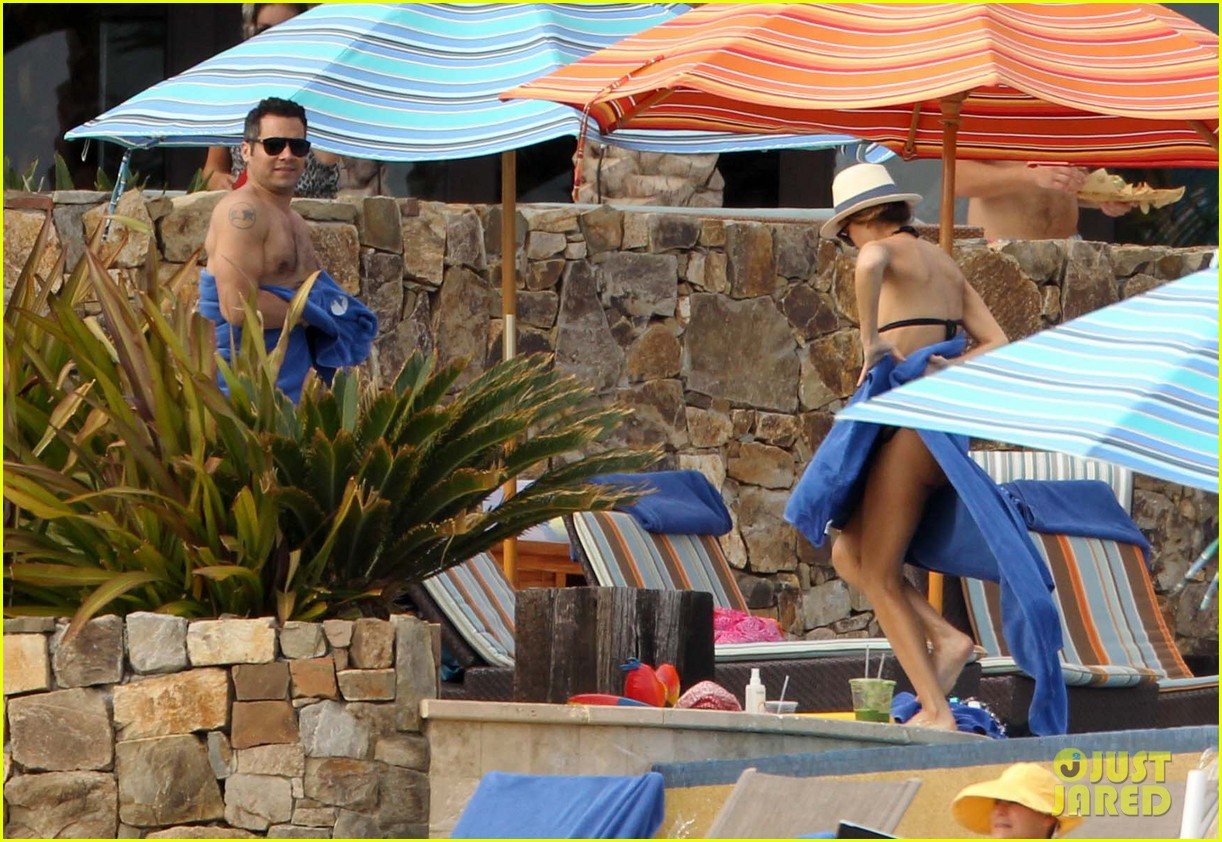jessica alba cabo beach with shirtless cash warren 07