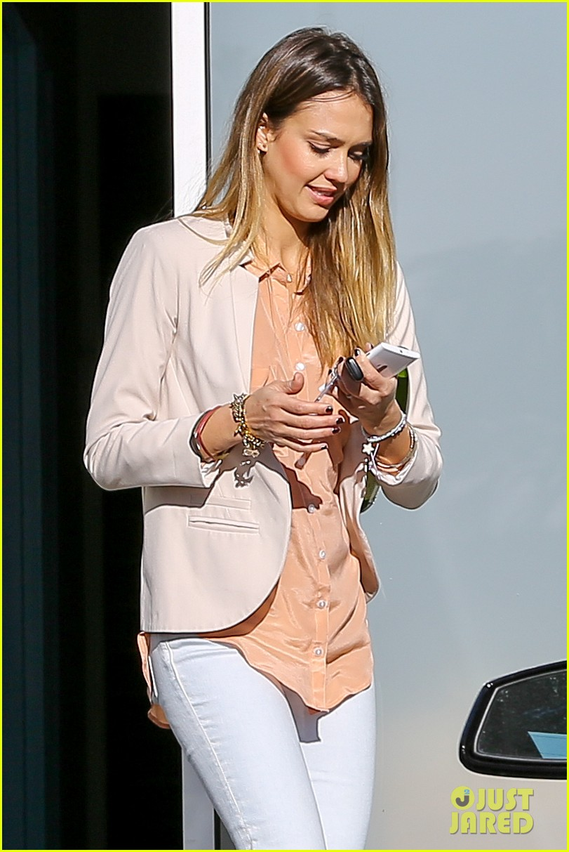 jessica alba paris vacation for pals birthday 152795047