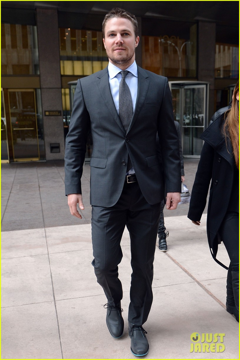 stephen amell big apple promo trip with wife cassandra 05