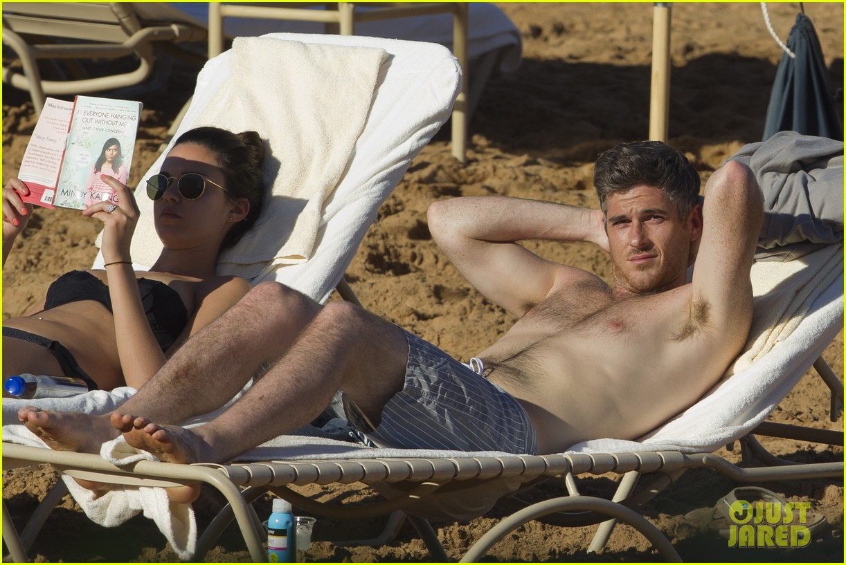 shirtless dave annable maui vacation with bikini clad wife odette 01