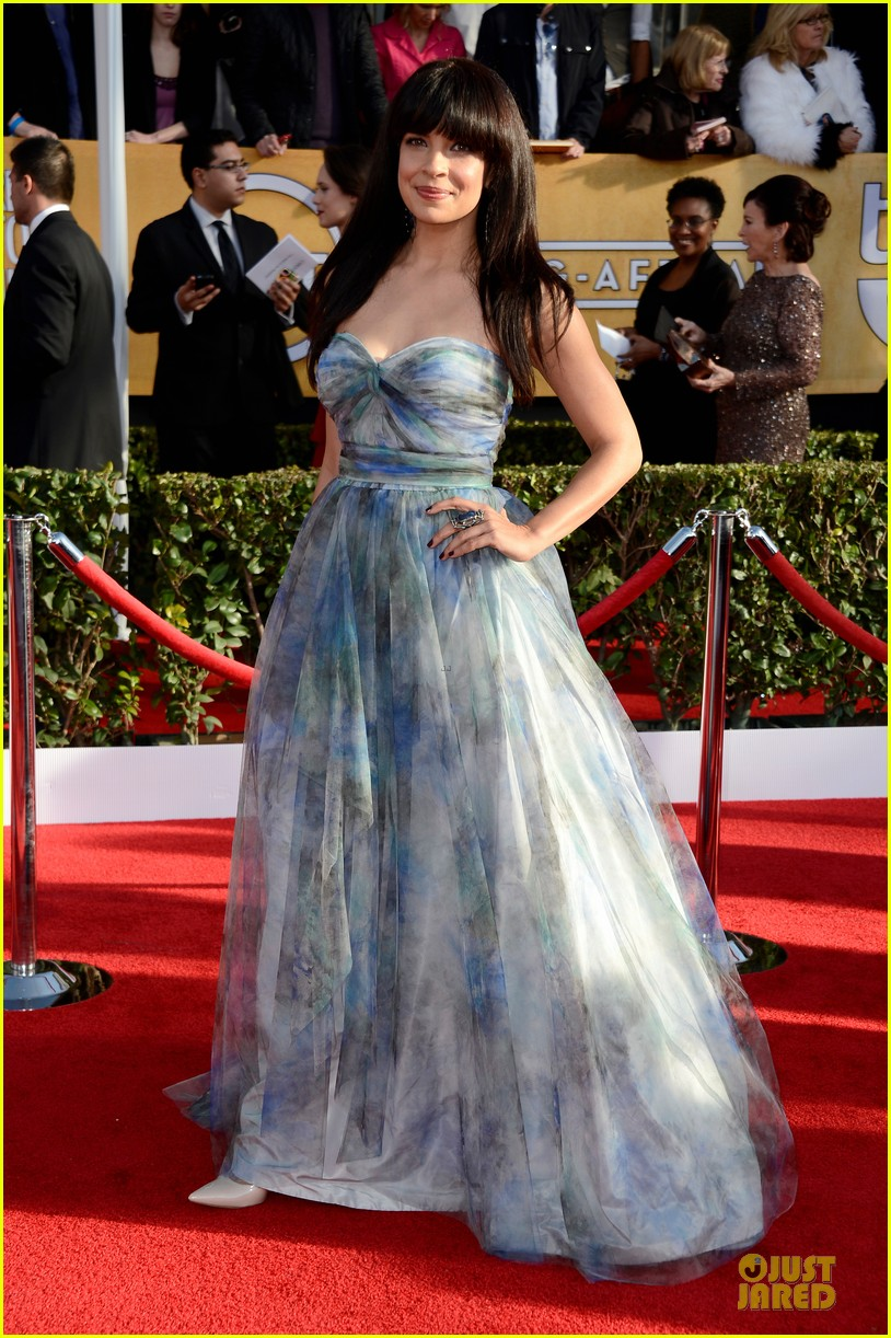 morena bacarrin zuleikha robinson sag awards 2013 red carpet 05