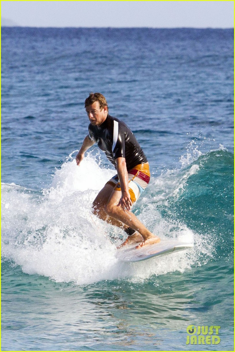 simon baker surfing in sydney 01