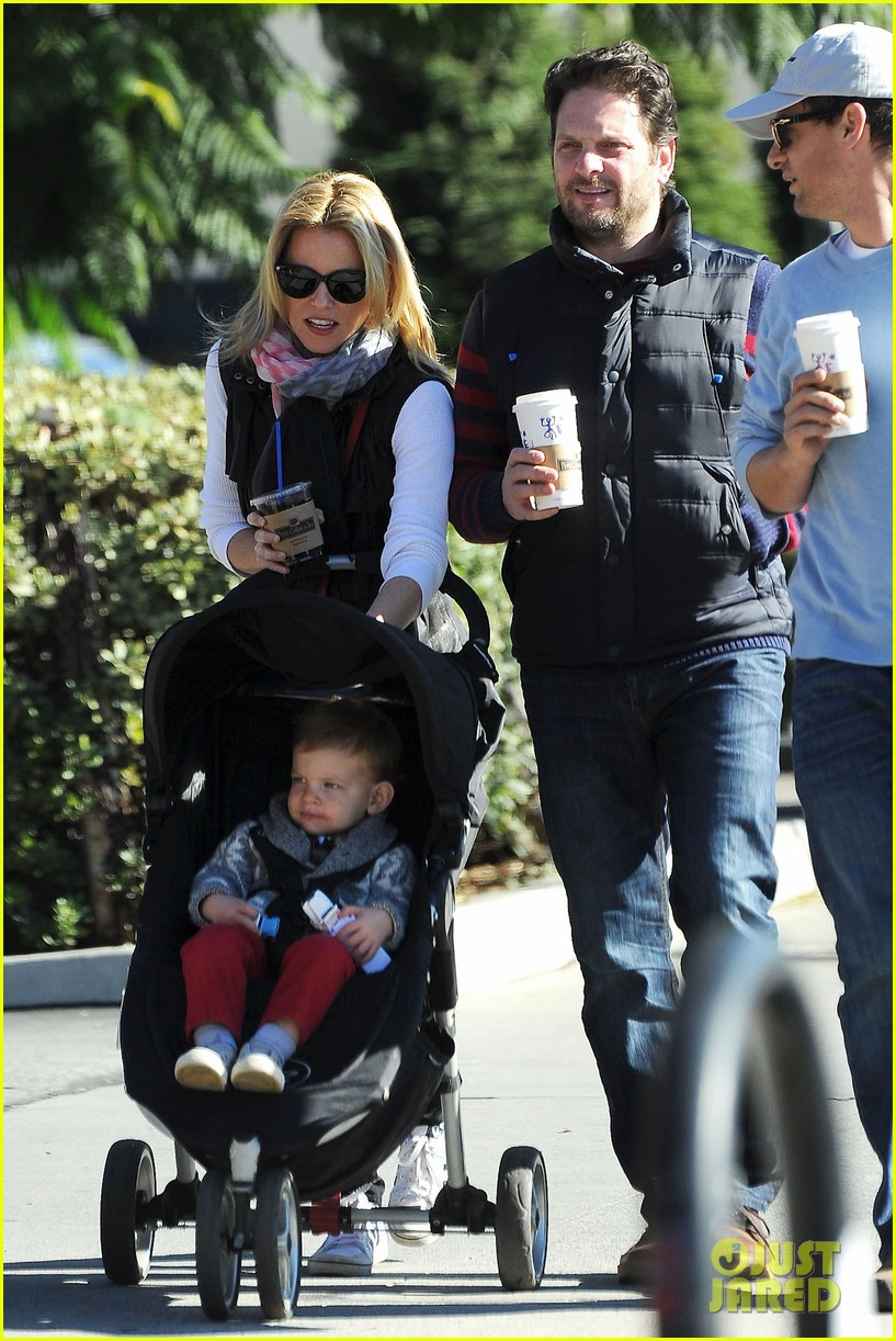 Elizabeth Banks Family Outing 02 on mel gibson 2015 date
