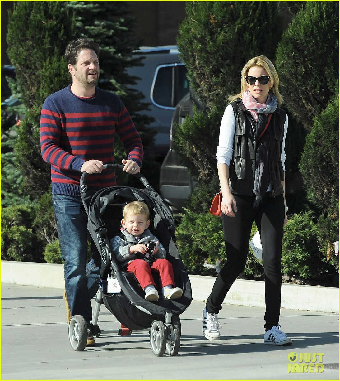 elizabeth banks family outing 12
