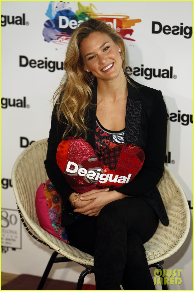 bar refaeli we love by desigual presentation 09